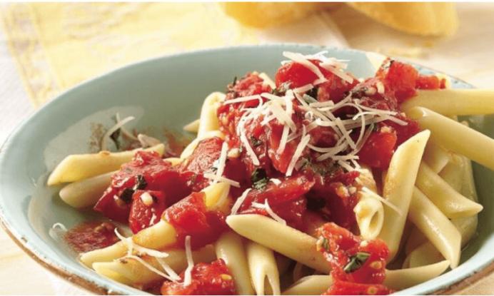 Receta de macarrones con tomate fresco y queso